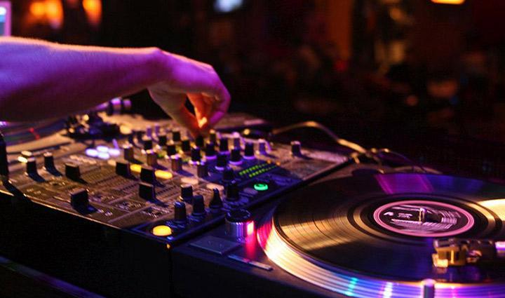 DJ plus Liveband