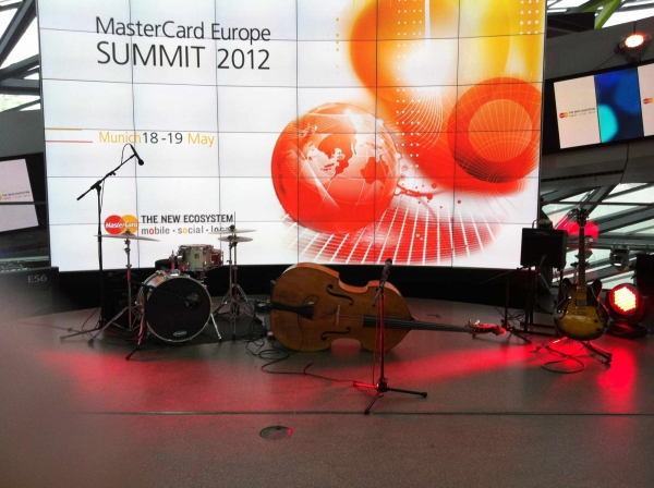 4-at-the-club_Mastercard_BMW_Welt_kl